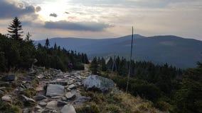 Steinweise zum Snezka Stockbild