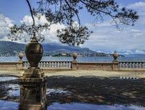 Steinzaun auf der Insel von Isola Bella lizenzfreie stockfotos