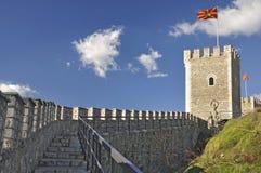 Steinzaun und Wachturm - Wirsingkohlfestung, Skopje stockfoto