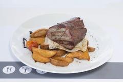 stek, befsztyk i grule, zawsze iść wpólnie fotografia stock