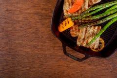 stek cytryny pieprzu szparagowy grill smaży nieckę Obrazy Stock