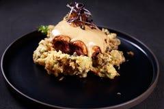 Stek schnitzel, grillat kött med kål royaltyfria foton