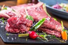 Stek Wołowina stek mięso Porcyjny mięso surowy świeży mięso Polędwica stek Kość stek Flankowy stek Kaczki piersi warzywa dekoracj Fotografia Royalty Free