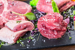 Stek Wołowina stek mięso Porcyjny mięso surowy świeży mięso Polędwica stek Kość stek Flankowy stek Kaczki piersi warzywa dekoracj Zdjęcie Royalty Free
