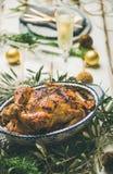 Stekhöna över för berömtabell för jul eller för nytt år inställning arkivfoton