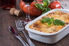Stekhet maträtt med Lasagne Royaltyfria Bilder