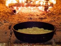 Stekhet paj i traditionell ugn Royaltyfria Foton