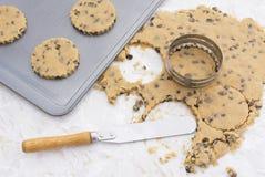 stekheta ägg för kakor för choklad för chiper för bunkesmörchip pudrar blandning Fotografering för Bildbyråer
