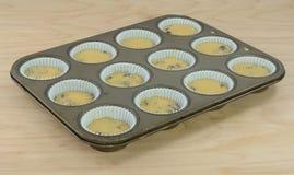 Stekheta frukostmuffin i muffinpanna royaltyfri bild