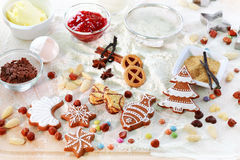 Stekheta ingredienser för kakor och pepparkaka Arkivfoton