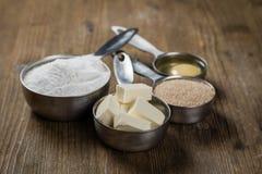 Stekheta ingredienser, i att mäta koppar Arkivbilder