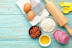 Stekheta ingredienser på wood bakgrund Royaltyfri Bild