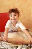 Stekheta kakor för bagarebarn Royaltyfri Fotografi
