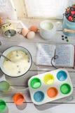 Stekheta smakliga muffin med blåbär Royaltyfri Bild