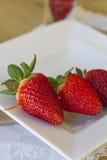 Steknål av jordgubbar Arkivfoto