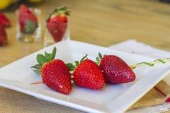 Steknål av jordgubbar Arkivbilder