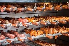 Steknålar av meat på gallret Royaltyfria Bilder