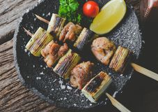 Steknålar för japansk stil blir rädd grillat kött fotografering för bildbyråer