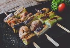 Steknålar för japansk stil blir rädd grillat kött royaltyfri fotografi