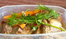 Steknötkött med grönsaker och gräsplaner Arkivfoto