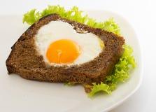 Stekt ägg, i fött upp Arkivbilder