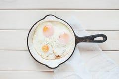 Stekt ägg i stekpannan Royaltyfri Foto