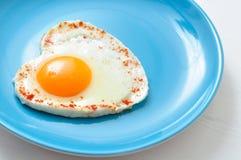 Stekt ägg och rostat bröd arkivbild