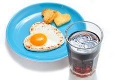 Stekt ägg och rostat bröd arkivfoto