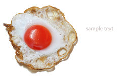 Stekt ägg på vit bakgrund Arkivbild