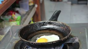 Stekt äggbakgrund stock video