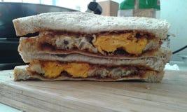 Stekt äggsmörgås Arkivbild