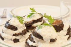 Stekt aubergine med ostsås Arkivbild