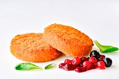 Stekt camembertost med bär Royaltyfri Foto