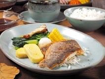 Stekt fastställd meny för fisk arkivbild
