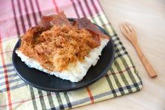 Stekt griskött och sött griskött med klibbiga ris Royaltyfri Foto