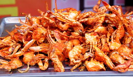 Stekt kryddig krabba, exotisk asiatisk kinesisk kokkonst, typisk läcker asiatisk kinesisk mat Royaltyfri Bild