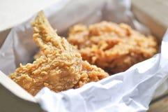Stekt kyckling eller stekt kyckling i en ask Royaltyfri Fotografi