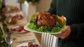 Stekt kyckling med grönsaker arkivfilmer