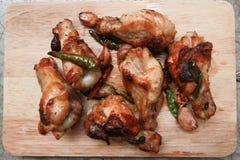 Stekt kyckling med vitlök och chili Arkivbilder