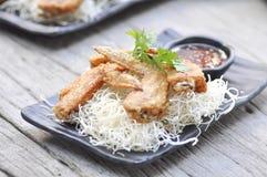 Stekt kyckling och stekt nudel Royaltyfri Foto