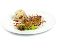 Stekt kycklingfilé, vita ris och grönsaker Royaltyfria Foton
