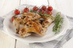 Stekt kycklingvingar med tomaten Royaltyfri Foto