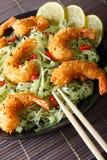 Stekt räka med grön pasta-, chili-, limefrukt- och sesamnärbildnolla Royaltyfria Foton