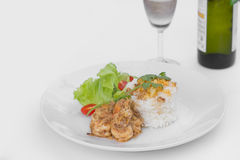 Stekt räka med vitlök och svartpeppar, serve w Royaltyfri Fotografi