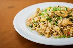 Stekt Rice med höna Arkivfoton
