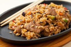 Stekt Rice med meat Arkivfoto