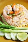 Stekt rice med räkan Arkivfoto