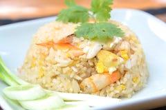 Stekt rice med räkan och krabban, thailändsk mat Arkivbilder