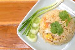 Stekt rice med räkan och krabban, thailändsk mat Royaltyfri Fotografi