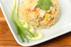 Stekt rice med räkan, thailändsk kokkonst Arkivfoto